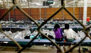 bad conditions inside a cramped US illegal immigrant detentioncenter